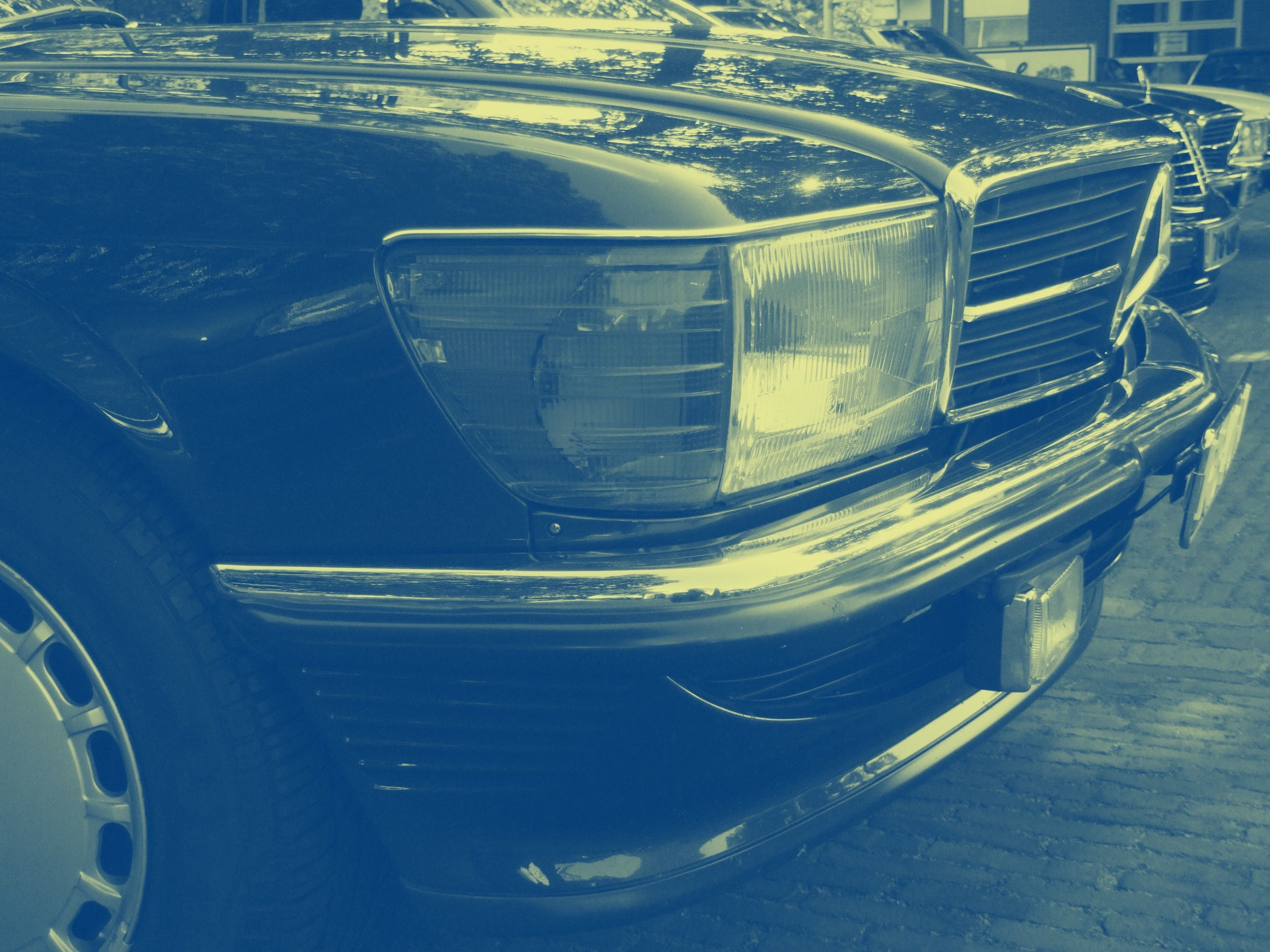 Mercedes-Benz R/C107